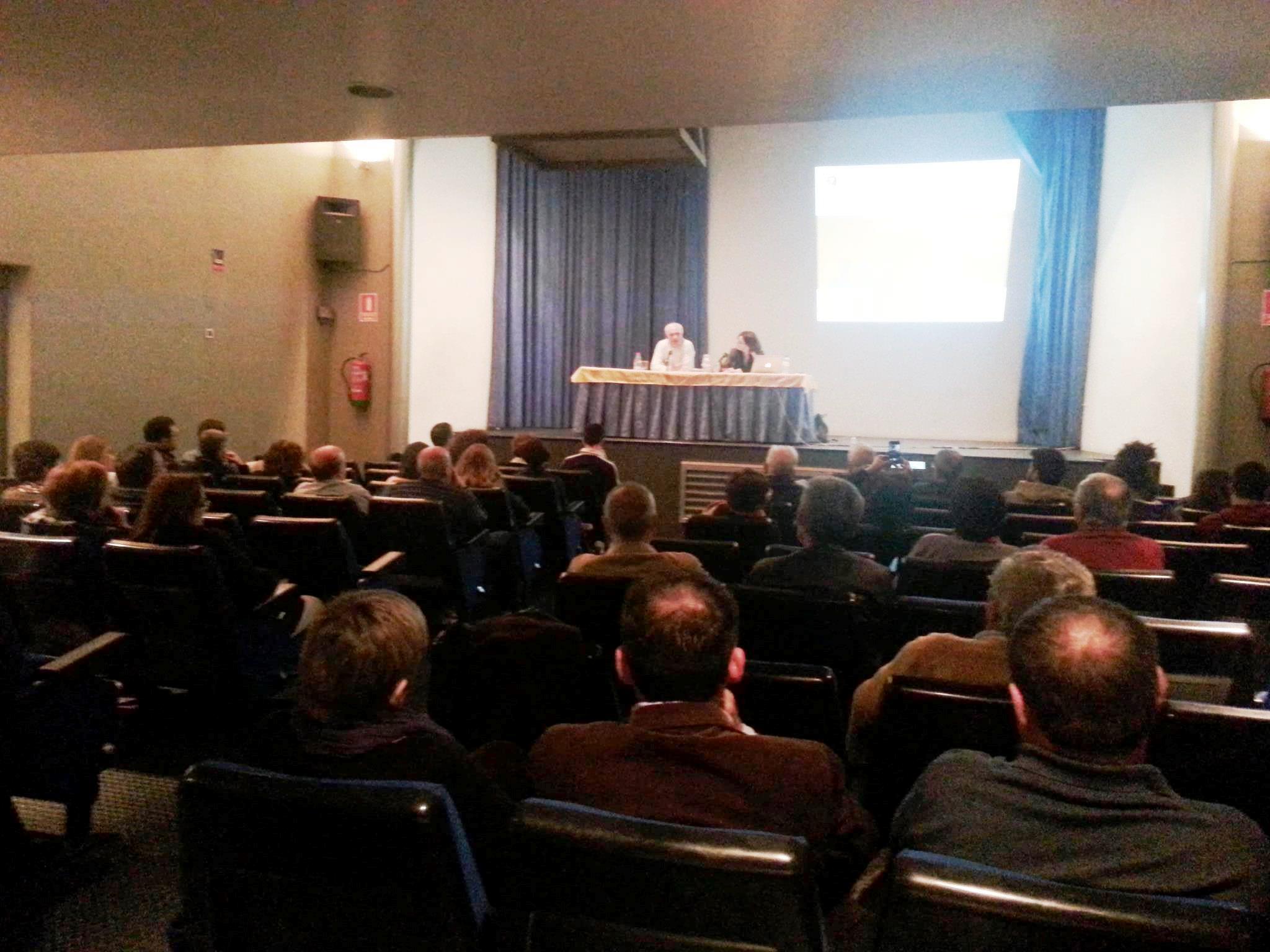 Un nombrós públic va participar en l'acte organitzat per Compromís de Carlet