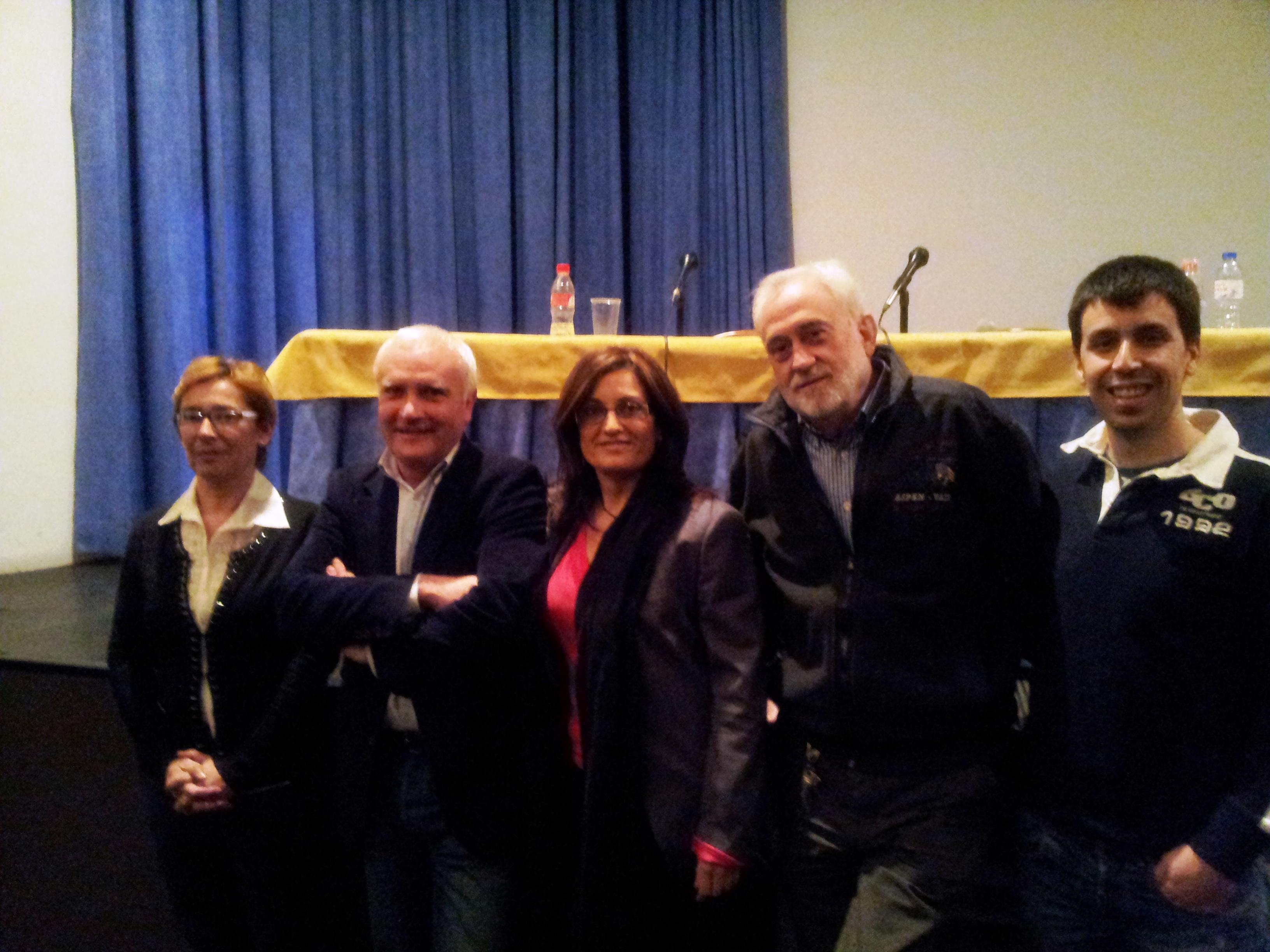 Albert Girona amb els regidors de Compromís Carlet Núria Vendrell, Maria Josep Ortega, Agustí Royo i Josep Àngel Hervàs.
